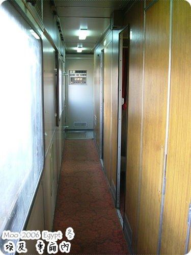 火車車廂走廊-2