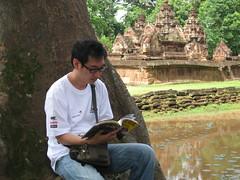 나무 그늘에서 읽기