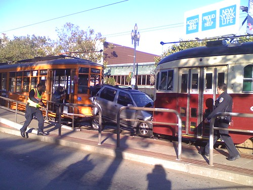 Bad MUNI accident on Market @ Noe NOW