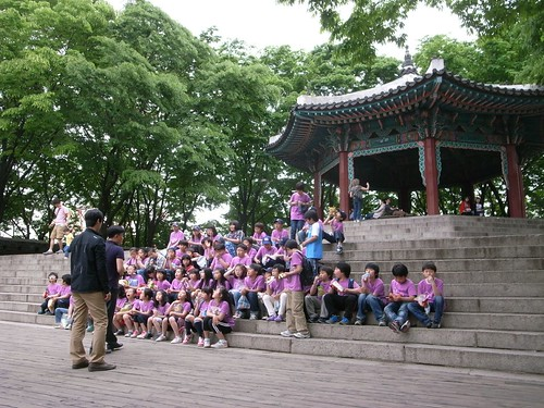 山頂の小学生軍団