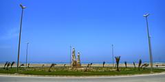 Jask Square, Kish Island, Persian Gulf (eshare) Tags: sea sky sculpture beach statue landscape persian iran statues persia kish iranian ایران iranians persiangulf persians ساحل کيش kishisland کیش مجسمه خلیجفارس جزیره آسمان دریا sonyalphadslra100 sal1870 shutterspeed1250sec سونیآلفاآ100 kishcyclingroute sonydt1870mmf3556lens lensfocallength18mm diaphragmvaluef80 مسیردوچرخهسواری