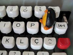 penguin (parttimefarm) Tags: typewriter brasil penguin chacara echapora