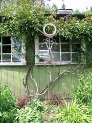 Vashon Island Garden Tour 2008 (Beckie D) Tags: sculpture art yard garden island tour recycled gear tools solstice wrench vashon welded cutters tinsnips stevezartman