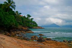 UBATUBA (Alê Santos) Tags: sea brazil sun praia beach brasil mar ubatuba sp litoral llovemypics ubatubajunho2008