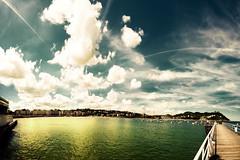amor de madre (Ibai Acevedo) Tags: sky cloud verde green beach yellow bay playa amarillo cielo bahia concha esperando donosti corazn euskadi nube paseos sansebastin igueldo