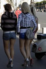 Paris style 39 (jmvnoos in Paris) Tags: girls woman paris france sexy girl fashion nikon women pretty legs g candid femme leg streetphotography style 100views jolie d200 mode fr fille filles femmes jambes candidshot d300 jambe jolies jmvnoos