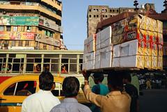 DSC_5348 Kolkata traffic. (Swiatoslaw Wojtkowiak) Tags: city urban india bus cars car truck work canon drive asia driving traffic labour driver 5d metropolis porter kolkata bengal indien calcutta congestion inde westbengal インド الهند индия ινδία