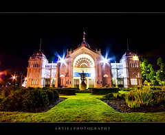 The Front of the Royal Exhibition Building, Melbourne - Night Shot (Artie | Photography :: I'm a lazy boy :)) Tags: sky building classic fountain grass stone architecture night photoshop canon garden nightshot cs2 tripod australia melbourne wideangle victoria exhibition structure dome 1020mm nineteenthcentury artie carltongardens royalexhibitionbuilding lightings sigmalens singleraw nonhdr 400d rebelxti
