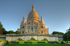 Basilique du Sacr Coeur - Paris - France (louistib) Tags: park paris france church sunrise bench noone bluesky montmartre sacrcoeur glise parc personne banc vide basilique basiliquedusacrcoeur 7h54 aplusphoto louistib louisthibaudchambon 754am img8935a1 leverdusoeil