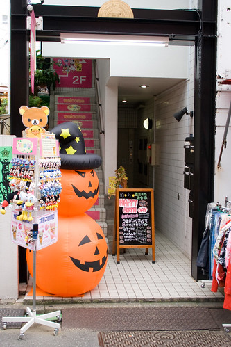 Décorations d'Halloween devant un magasin de Harajuku
