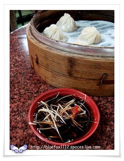 081011杭州小籠湯包06_蘸醬