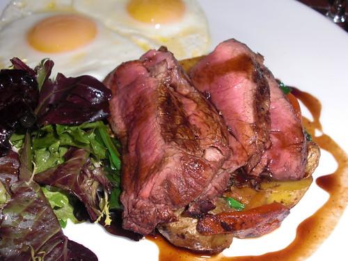 牛排和鸡蛋