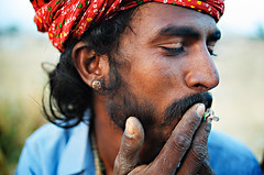 The Last Smoke (© Poras Chaudhary) Tags: india 35mm smoke f2 pushkar rajasthan carlzeiss भारत पुष्कर राजस्थानी बागड़ी बातांगापीसालागै vanbawariya obviouslynikon desertdwellers