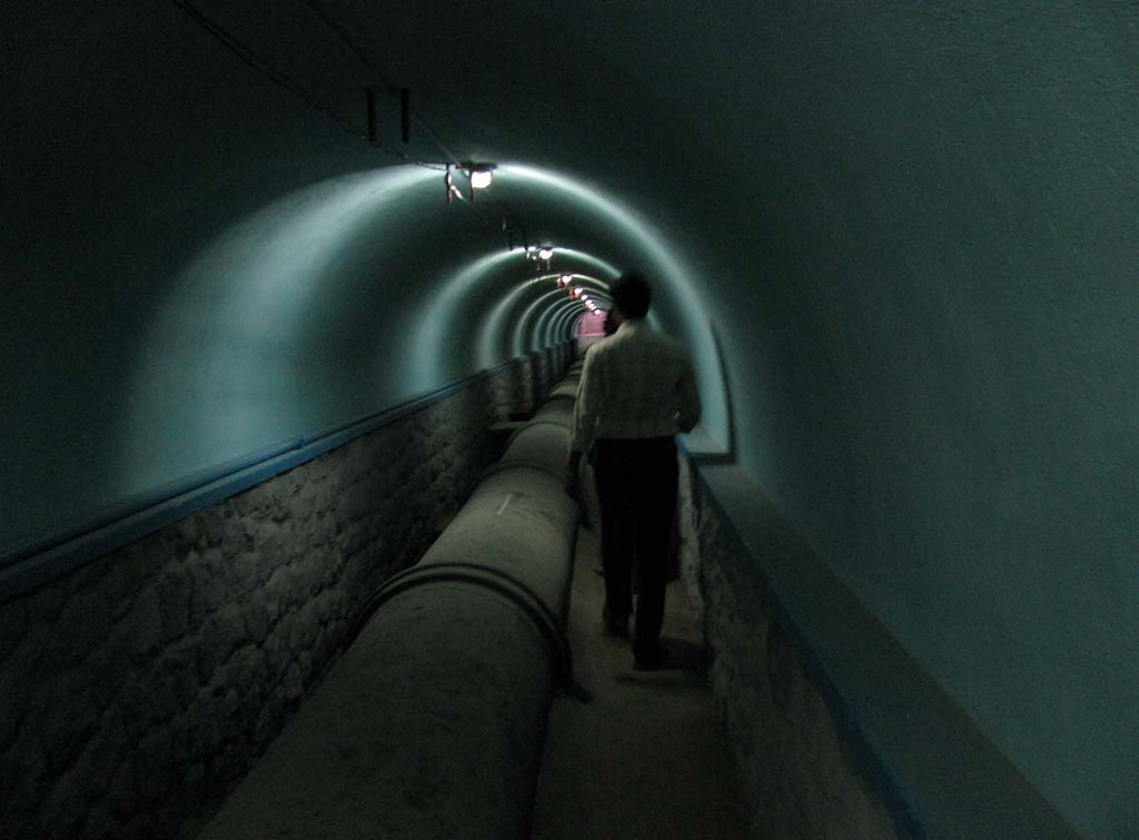 Overhead fluorescents shed light on how water reaches a city - Tunnel