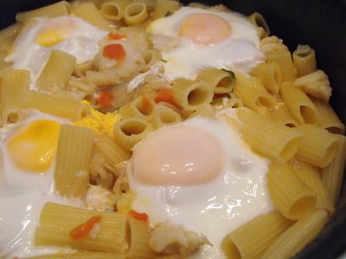 Massada de bacalhau com ovos escalfados