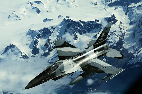 [フリー画像] 乗り物, 航空機, 戦闘機, F-16 ファイティング・ファルコン, アメリカ空軍, 201106232300