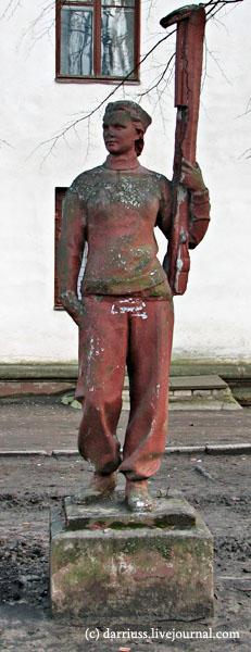 minsk_statues_1