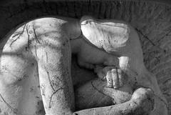 Dolore (8#X) Tags: urban bw sculpture graveyard germany munich münchen geotagged bayern deutschland bavaria blackwhite europa europe churchyard aficionados nohdr 8x k10d pentaxk10d tamronaf18250mmf3563diiildasphericalifmacro geo:lat=4817788 geo:lon=11460577