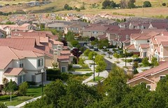 new housing in South San Jose, CA (by: Sean O'Flaherty, Wikimedia Commons)