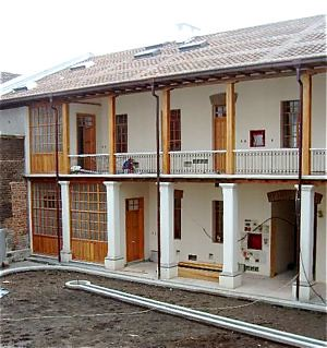 colonial-quito-real-estate-for-sale-inner court