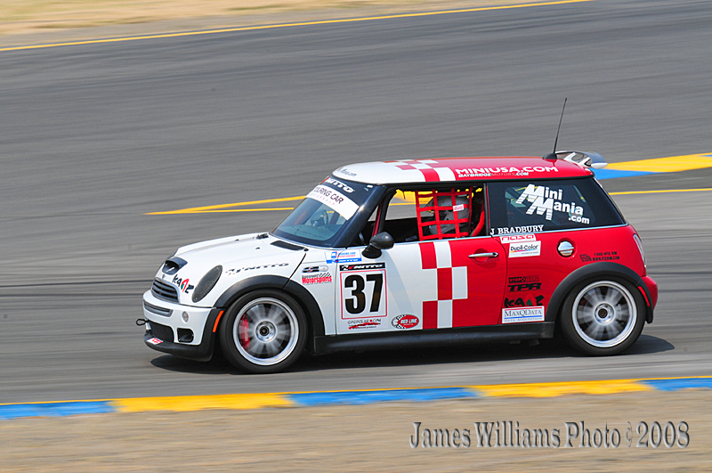 Jerry Bradburys MINI on the track