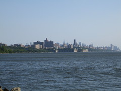 IMG_3709.JPG (thebiblioholic) Tags: newyorkcity lighthouse georgewashingtonbridge littleredlighthouse