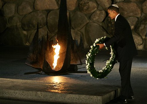 obama_holocaust_wreath