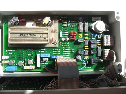Imagen:Unidad de entrada conversor y filtro de selección de ancho de banda.