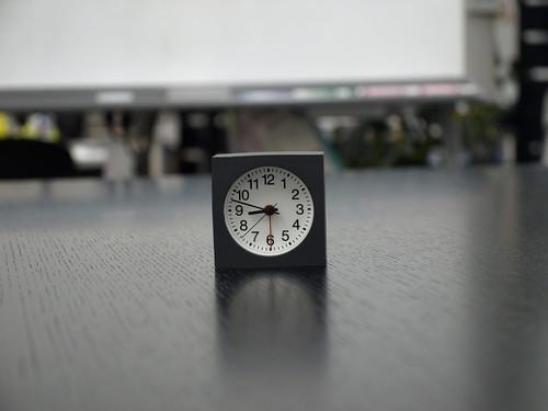 背景ぼけて時計