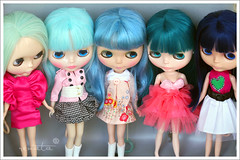Blue, Green and in-between (comparison) (r e n a t a) Tags: blue macro verde green azul canon hair toy doll brinquedo pam blythe  boneca melon comparison takara cabelo candycarnival comparao asianbutterfly princessalamode misssallyrice
