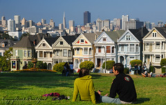Romantic afternoon at Alamo Square | RAW (David Giral | davidgiralphoto.com) Tags: sanfrancisco california trees ladies summer people urban usa grass skyline america square landscape scenery day sitting afternoon unitedstates pov painted fullhouse romantic alamo paysage paintedladies laftealamaison