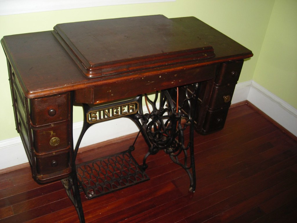 Treadle head stowed