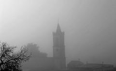 + niebla. (xpjt06) Tags: blackandwhite bw blancoynegro church cemetery fog iglesia bn niebla mywinners xpjt asturflickers sigmaapo70300dg canonistas blackwhiteaward xpjt06