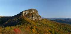 Table Rock Mountain (Lonnie Crotts) Tags: fallleaves mountain mountains forest landscape hiking fallcolors northcarolina olympus linville blueridgemountains linvillegorge blueridgeparkway blueridge tablerock e510 olympuse510 tablerockmt northcarolinablueridgeparkway