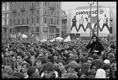 Manifestazione NO LEGGE GELMINI (MarcooJethro) Tags: 30 canon milano 2008 eos350d ottobre manifestazione corsocairoli no133 noleggegelimi