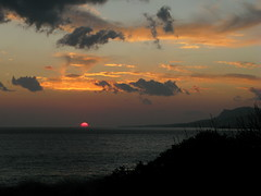end of day (venetia 27) Tags: sunset sea sun clouds albaluminis shore crete diaskari