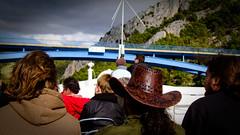 Behind a cowboy (Emmanuel Tabard) Tags: park people vacances boat cowboy holidays crowd croatia roadtrip pont foule bateau day5 parc personnes brigde croatie krka