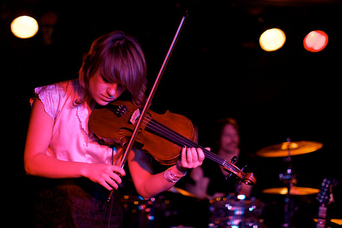 The Airborne Toxic Event, Live in Bristol - Anna tunes up...
