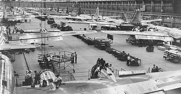 HF121608-B52-bomber-airplane-construction-wwII