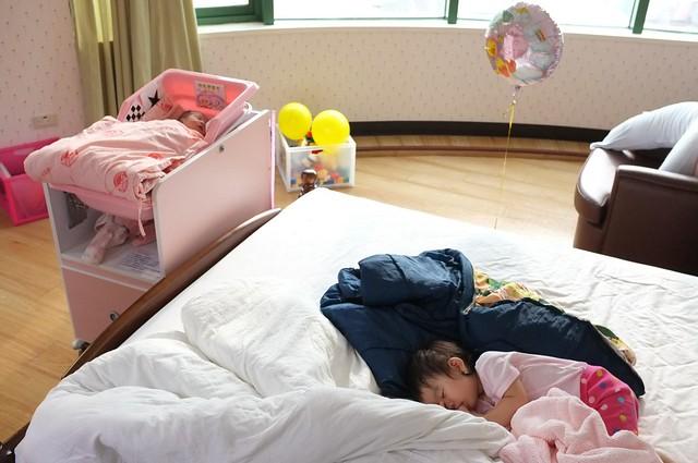 My girls (Zoe & Ava) - 中國醫藥大學附設醫院台中東區分院- 產後護理之家