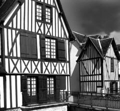 La maison du pont (David Augustin) Tags: bridge houses david france river blackwhite pont normandie maison augustin noirblanc colombages watersky bernay ravet