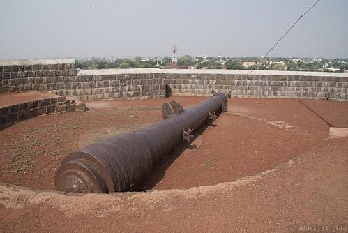 Large Cannon, Upli Buruz