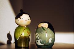 Kokeshi samurai and  girl with chi-dori and waves kimono (Otomodachi) Tags: wood summer stilllife cute bird art japan doll dolls waves kunst stilleven