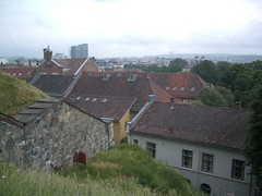 Looking over the nearby homes (Sage Kitamorn) Tags: oslo view fortress akerhus