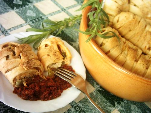 Mini strudel di piselli e ricotta di pecora con pomodori secchi al dragoncello