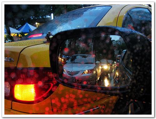 油價飆漲省油也不能在下雨的傍晚不開大燈阿