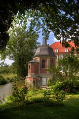Schloss Wilkinghege (luzzzelmann) Tags: old plants reflection castle castles church monument nature germany landscape deutschland quiet natur nrw muenster hdr mnsterland denkmal westfalen muensterland westphalia burgen burgenschlsser moated 1raw 25faves k100d mywinners aplusphoto schlsserburgen luzzzelmann schloddiewatt theperfectphotographer grnzoix