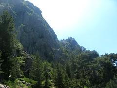 Le cheminement compliqué dans le versant Cuccavera - Mazze