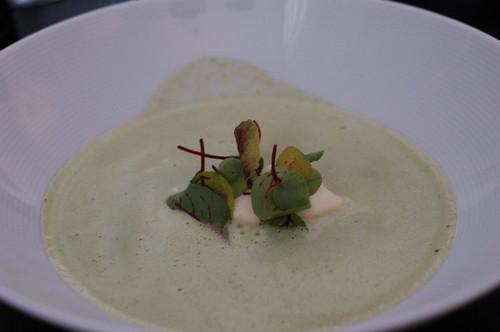 バニラアイスとヤギチーズのスープ