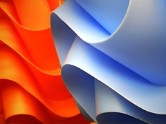 Curves with colors (tanakawho) Tags: blue orange abstract color macro texture colorful pattern object line plastic curve lampshade soe blueribbonwinner abigfave tanakawho karmanominated creattivit